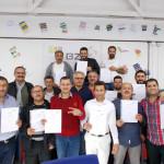 Die Absolventen des ersten Profilings mit ihren Zertifikaten.